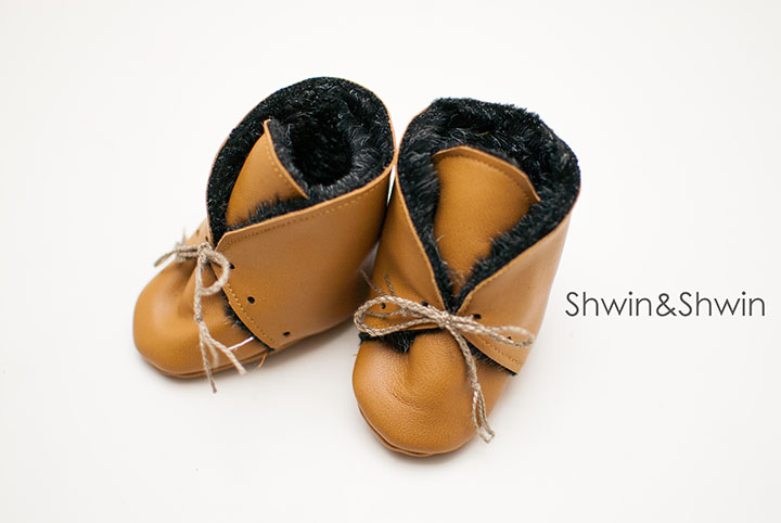 Leather+Fur Baby Booties || Free Pattern