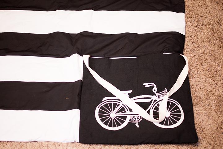 Blanket+Bag All in One    Square by Design Fabric #joann     Shwin&Shwin