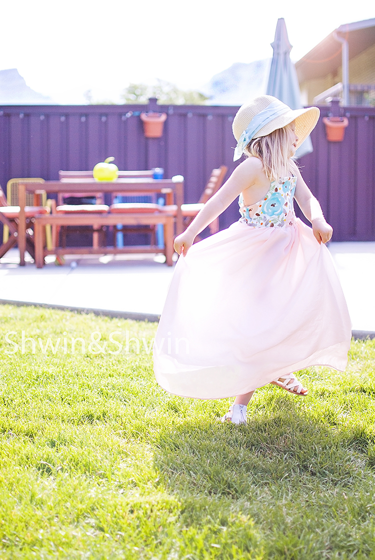 Sundressing || A book Review || The Rosedale Dress